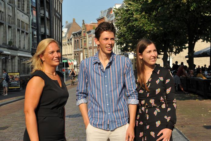 Jessica van den Bosch, Dennis van Buuren en Marit van Heugten (vlnr) bij het Scheffersplein.