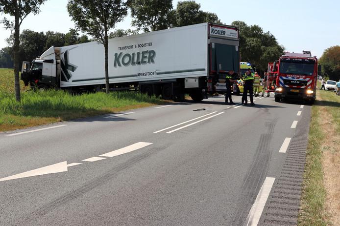Een 19-jarige inwoonster van Urk kwam om bij het ongeluk op de Domineesweg.