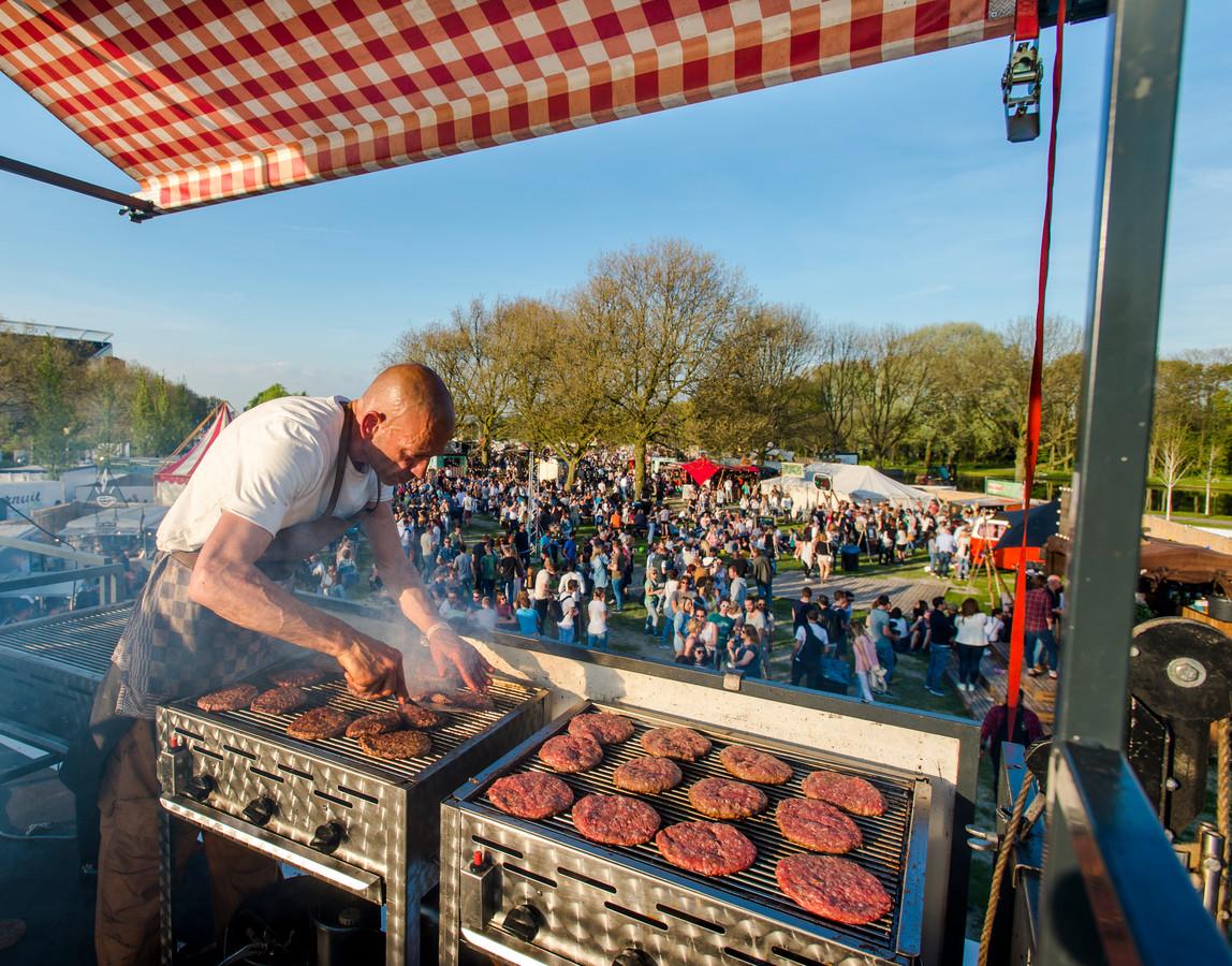 Een foodtruck op het festival TREK in het Roel Langerakpark in Rotterdam.