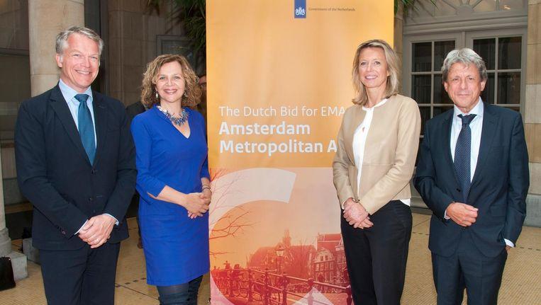 VLNR: Wouter Bos, Edith Schippers en Kajsa Ollongren in Brussel. Beeld Jose van Dijk