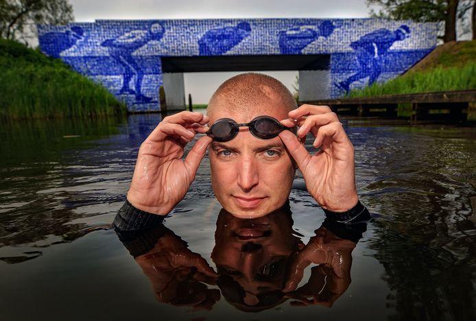 Maarten van der Weijden wil bijna 200 km zwemmen langs 11 steden in Friesland.