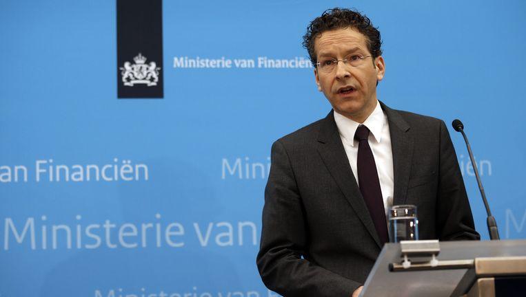 Minister Dijsselbloem ligt het besluit tot nationalisatie toe Beeld ANP