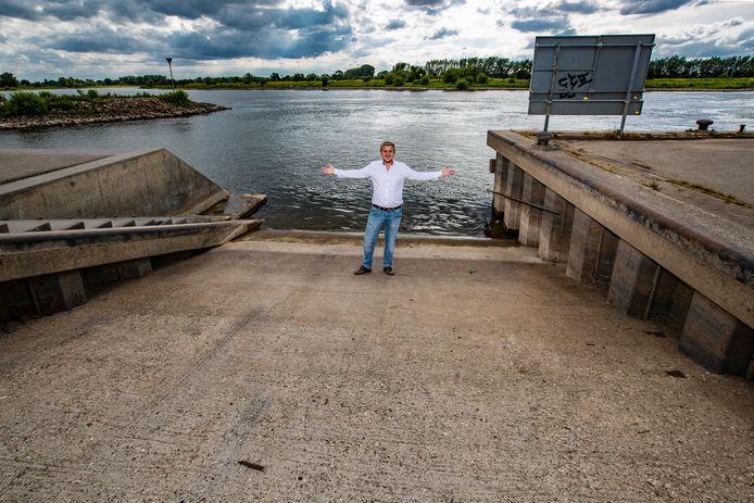 Wijhenaar Gerwin Noltes wil graag een gebruiksvriendelijke trailerhelling in Wijhe. De helling bij de Loswal is gevaarlijk om als recreatieve watersporter te gebruiken.