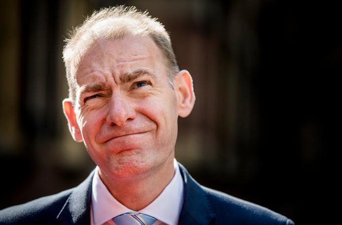 Menno Snel geeft minder vaak toe aan het parlement dan zijn voorgangers. Daarmee zorgt hij voor rust bij de Belastingdienst, al loopt niet alles gesmeerd.