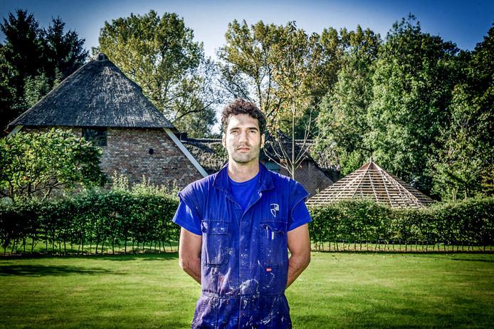 Bart Romijnders knapt zijn boerderij op.