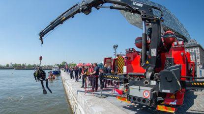 Hulpdiensten oefenen redding in het water