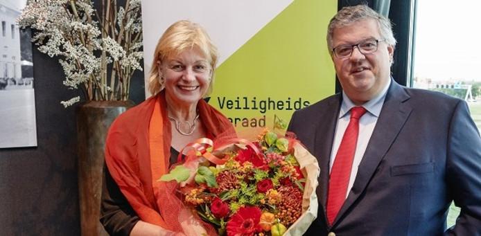 Hubert Bruls (r) met zijn voorganger Geke Faber.