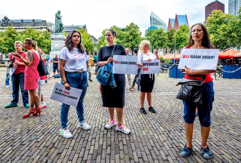Demonstratie van gedupeerde ouders in Den Haag. Beeld Raymond Rutting / de Volkskrant
