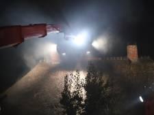 Rieten dak in brand door bliksem in Beuningen