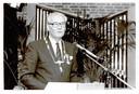 Burgemeester Hartman Hoekstra in 1988 bij zijn afscheid van Zoetermeer.