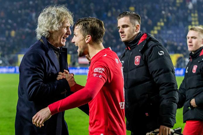 FC Twente-trainer coach Gertjan Verbeek feliciteert zijn spelers na de wedstrijd tegen NAC Breda.