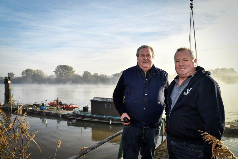 Jacques en Luc coördineren het verwijderen van de pontons en staan ook in voor de vernieuwing van de club.