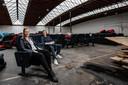 Oude stoelen zijn onder meer geschonken door Filmhuis de Keizer.
