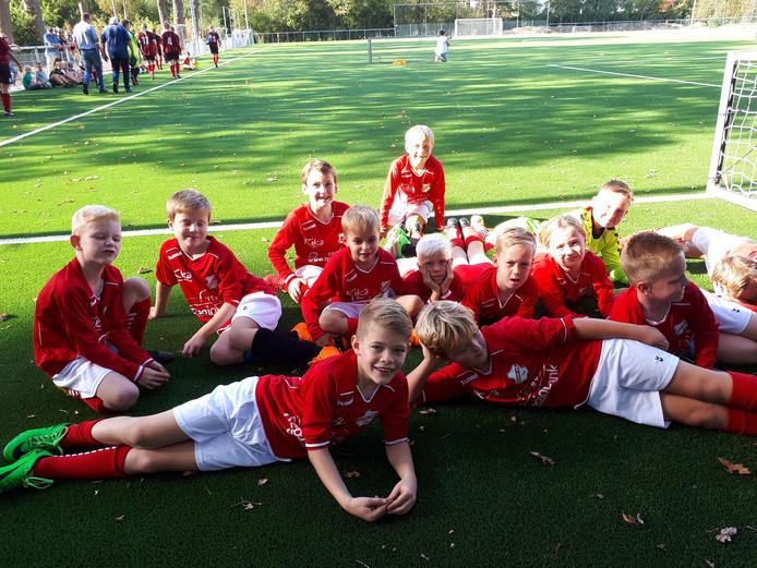 Bij Hulzense Boys waren ze vorig jaar maar wat blij met het nieuwe kunstgras op veld 3. Maar het veld bleek al snel te glad.