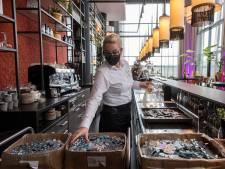 'Tijd om elkaar te helpen': personeel Van der Valk Tiel verruilt koffie schenken voor scharnieren schroeven
