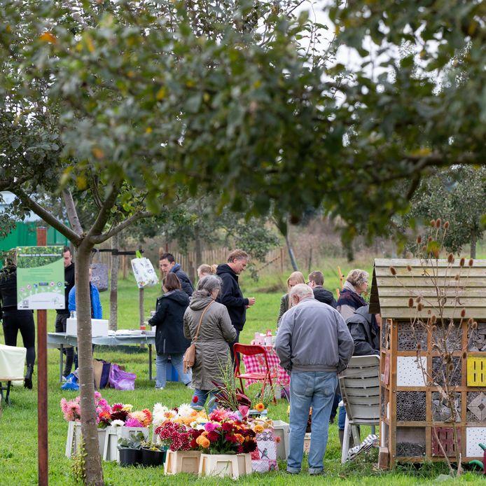 De Generatietuin Wierden nodigde zaterdag op nationale burendag de onwonenden uit.