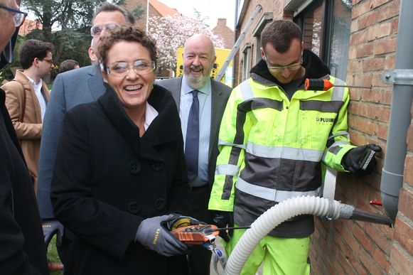 Vlaams minister van Energie Lydia Peeters (Open VLD) kwam een kijkje nemen naar de renovatiewerken van de sociale huurwoningen.