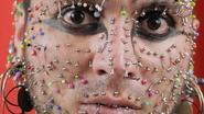Tot het gaatje: man met meeste piercings in gezicht wil eigen record breken