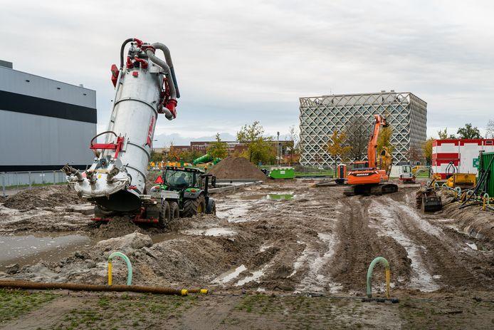 Hier komt de nieuwbouw van Upfield. Links het gebouw van Unilever, recht het Atlasgebouw van Wageningen UR.