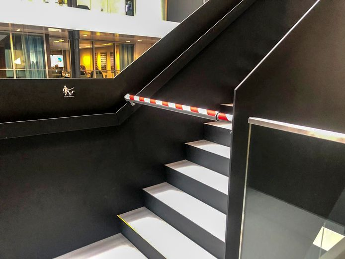 De trap van het ministerie was tijdelijk buiten gebruik nadat er meerdere mensen van af zijn gevallen