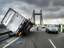Zwaarste storm in bijna 30 jaar in Brabant: windkracht 9 in Volkel, voorlopig nog geen treinen