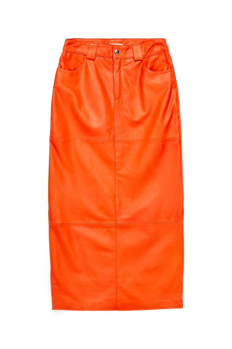 Oranje leren kokerrok van Iben, 410 euro. Beeld