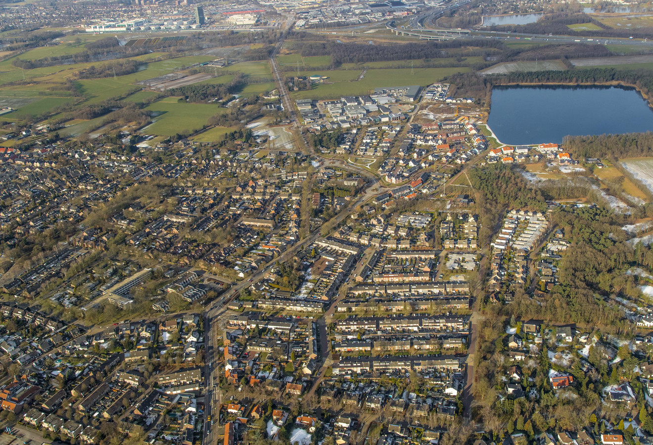 Een luchtfoto van Waalre met rechtsboven het Gat van Waalre.