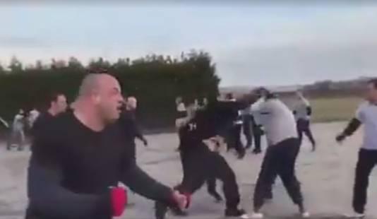 Begin vorig jaar doken op de Facebookpagina van Dutch Belgium Ultra Hooligan beelden op van een vechtpartij op afspraak in Alkmaar tussen aanhangers van Feyenoord en AZ.