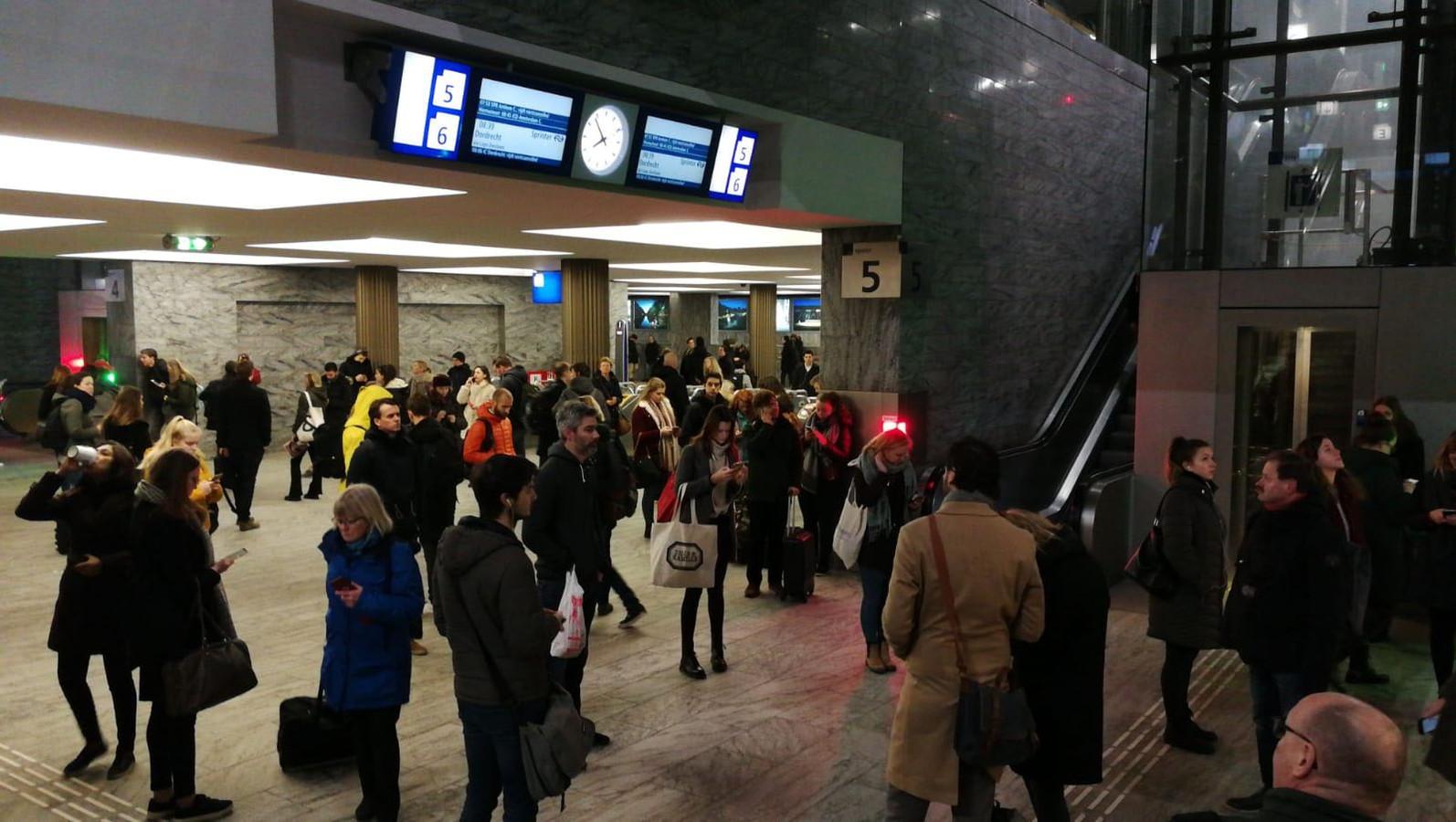 Choas op station Breda door grote storing.