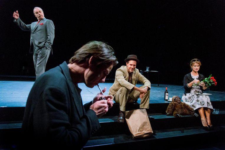 Dramaten Theater met En geef ons de schaduwen van Lars Norén. Beeld null