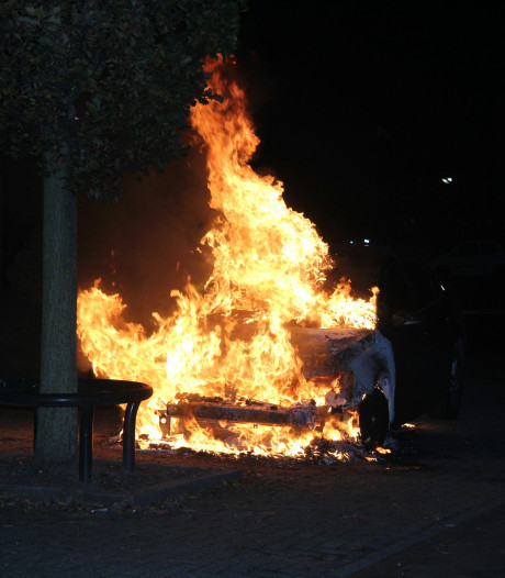 Auto uitgebrand in Tiel