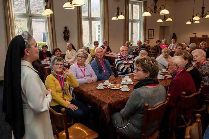 De mantelzorgers worden welkom geheten in het klooster Sint-Catharinadal.