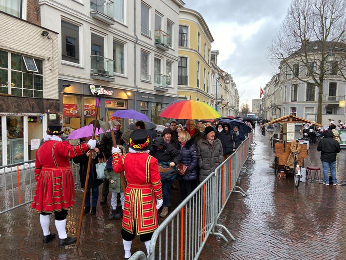 De wachtrij in Deventer.