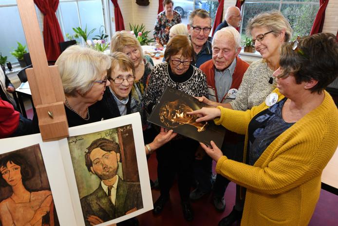 Naar aanleiding van een lezing over kunst, wordt een nieuwe reeks colleges gegeven voor ouderen.