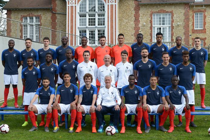 Wereldkampioen Frankrijk poseert voor de start van de EK-kwalificatie.