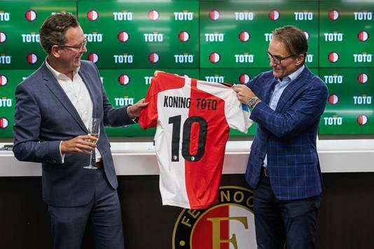 Arno de Jong (links) van TOTO en Feyenoord-directeur Mark Koevermans.