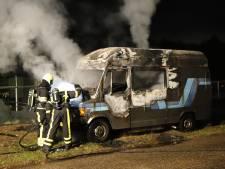Camper uitgebrand in Heijen, politie vermoedt brandstichting