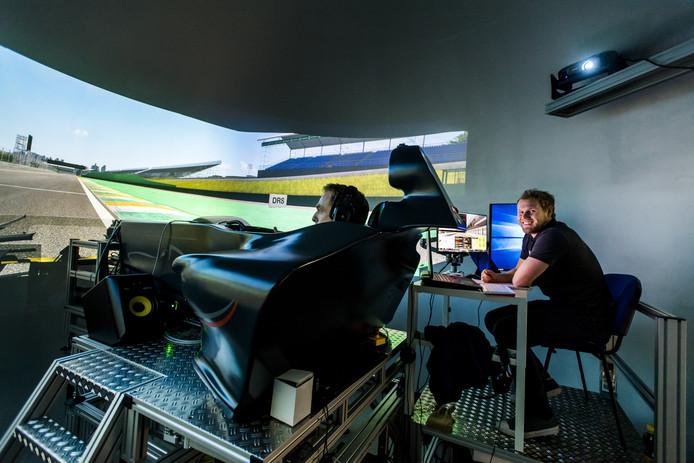 """Atze Kerkhof bij Adrenaline Control in Rijen: ,,Er bestaat zelfs al een simulator waar bij het blokkeren van de remmen de geur van verbrand rubber vrijkomt."""""""