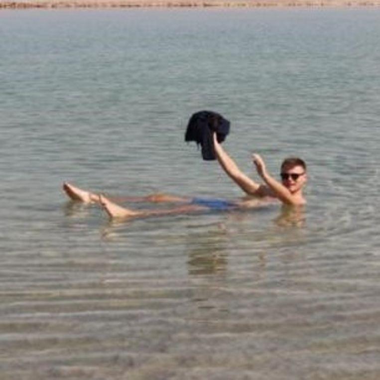 Jo's jas in de Dode Zee.