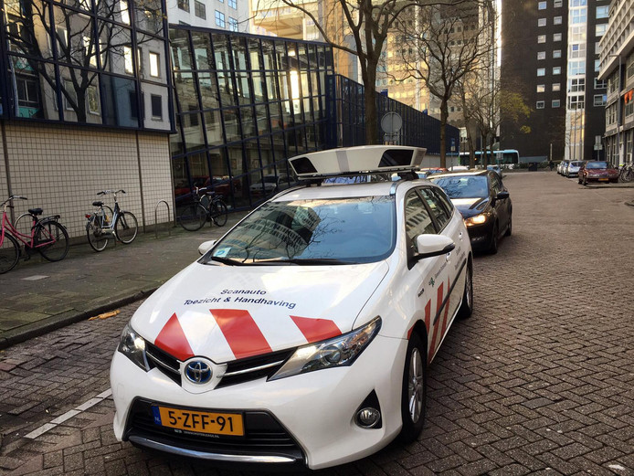 De scanauto van de Gemeente Rotterdam Toezicht & Handhaving.