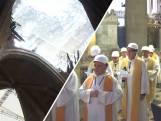 Met veiligheidshelm op naar de mis in de Notre-Dame
