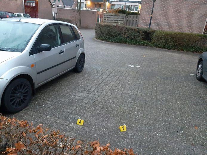 Hoewel de politie verdwenen is, blijken er nog wel sporen van het onderzoek in de Apeldoornse wijk achtergebleven.