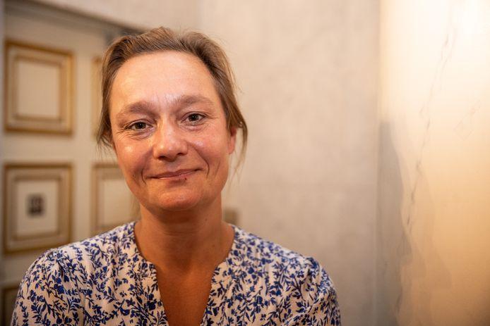 Erika Vlieghe is ongerust en hamert er nog eens op: we moéten onze contacten echt drastisch verminderen.