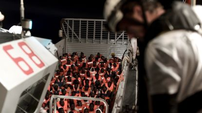 Oplossing nabij voor 629 migranten op reddingsschip: met andere boten naar Valencia