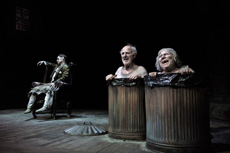 Mark Rylance, Tom Hickey en Miriam Margolyes in 'Endgame' in 2009. Beeld Corbis via Getty Images
