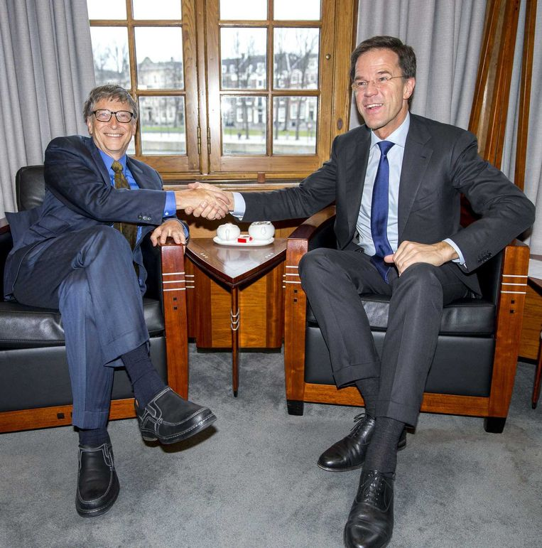 Premier Mark Rutte ontvangt Microsoft-oprichter Bill Gates in het Torentje op het Binnenhof. Gates is in Nederland op uitnodiging van staatssecretaris Sander Dekker (Onderwijs) in verband met het Nederlandse EU-voorzitterschap. Beeld anp