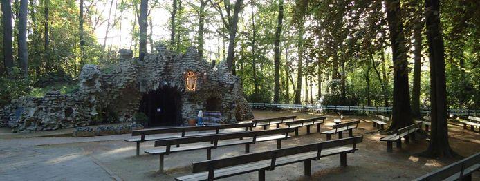 De grot van Oostakker-Lourdes.