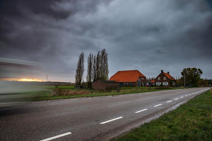 Zevenbergschen Hoek - 16-11-2020 - Foto: Pix4Profs/Marcel Otterspeer - Door het aankomende Logistiek Park Moerdijk zijn vele woningen aan de Moerdijkseweg aan de beurt voor sloop.