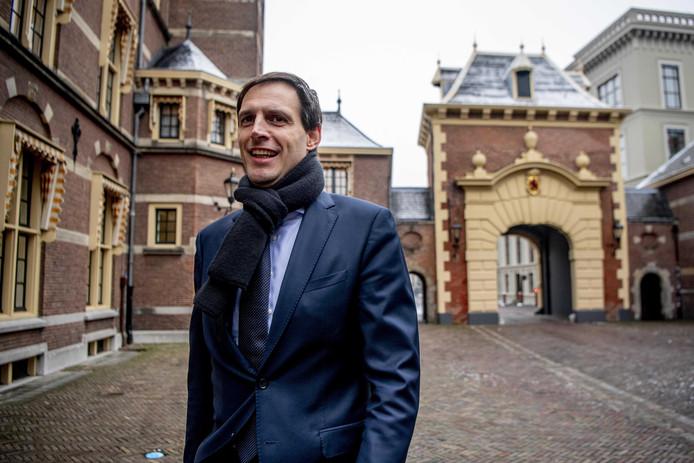 Minister Hoekstra (CDA) komt aan op het Binnenhof voor de wekelijkse ministerraad.