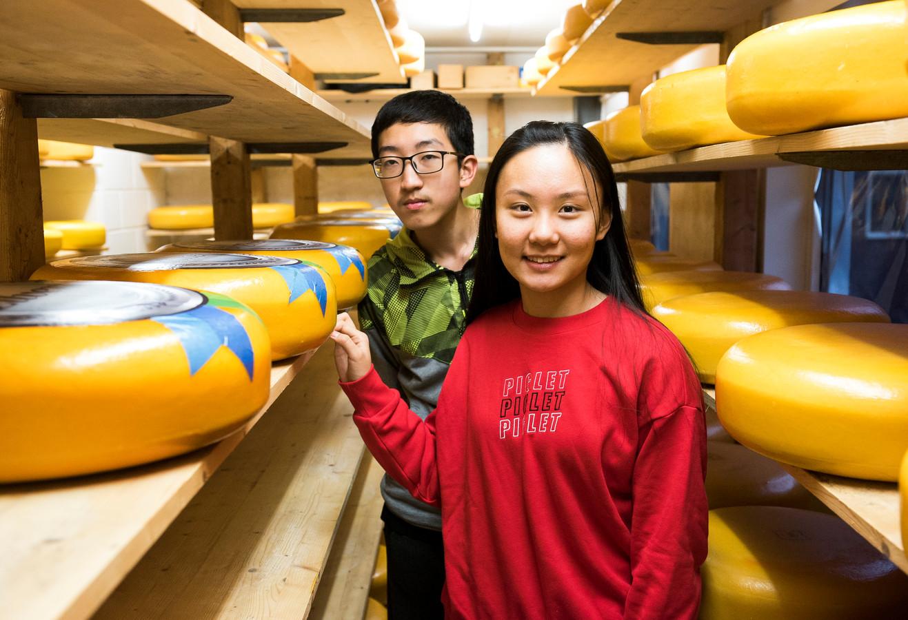 Chinese leerlingen bezoeken regelmatig middelbare scholen tijdens uitwisselingen. Nu zijn de reizen geschrapt. Ook Nederlandse leerlingen reizen voorlopig niet naar China.